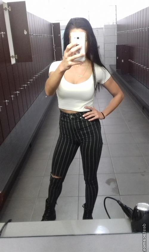 Alian, 23 años, puta en Tarragona fotos reales
