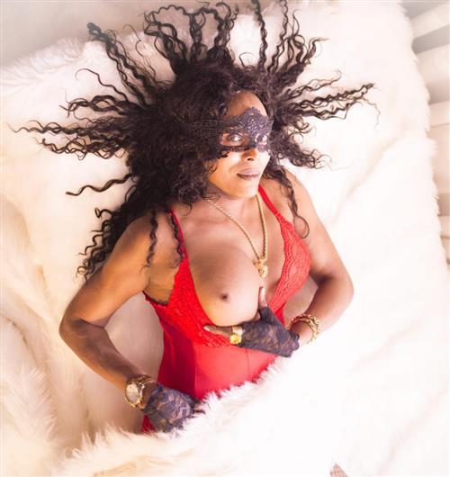 Dubai Mistress, 27 años, escort en Asturias fotos reales