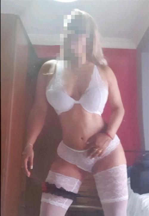 Niella, 26 años, puta en Almería fotos reales
