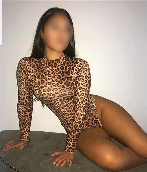 Rawisara, 20 años, puta en Almería fotos reales