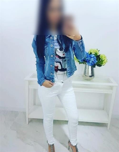 Zengjie, 32 años, puta en Melilla fotos reales
