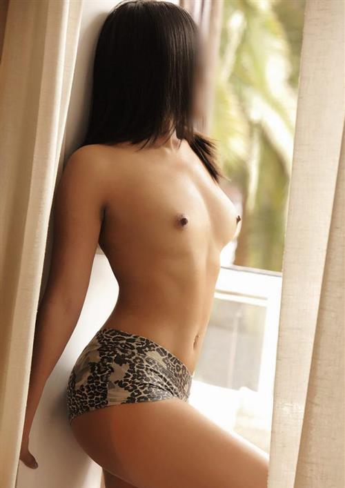 Trisnawati, 28 años, escort en Almería fotos reales