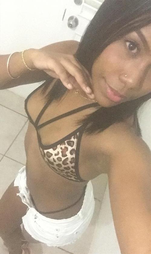 Amella, 20 años, puta en Castellón fotos reales